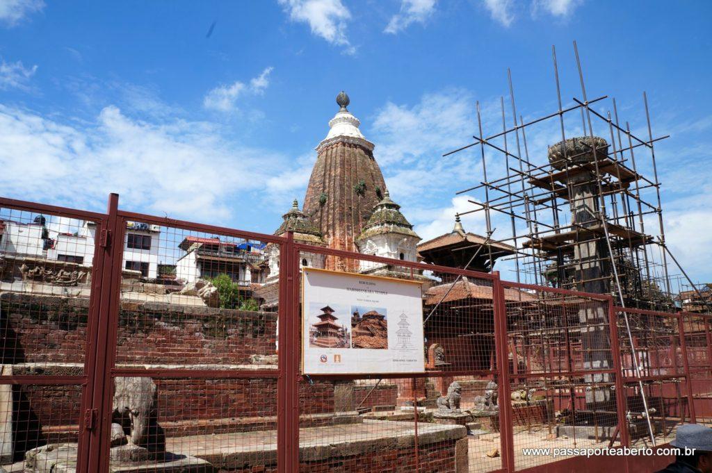 Templos em reconstrução!