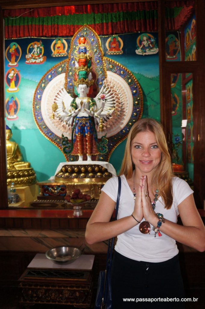 Visitando um monastério com o grupo onde aprendemos mais sobre a cultura e crenças budistas