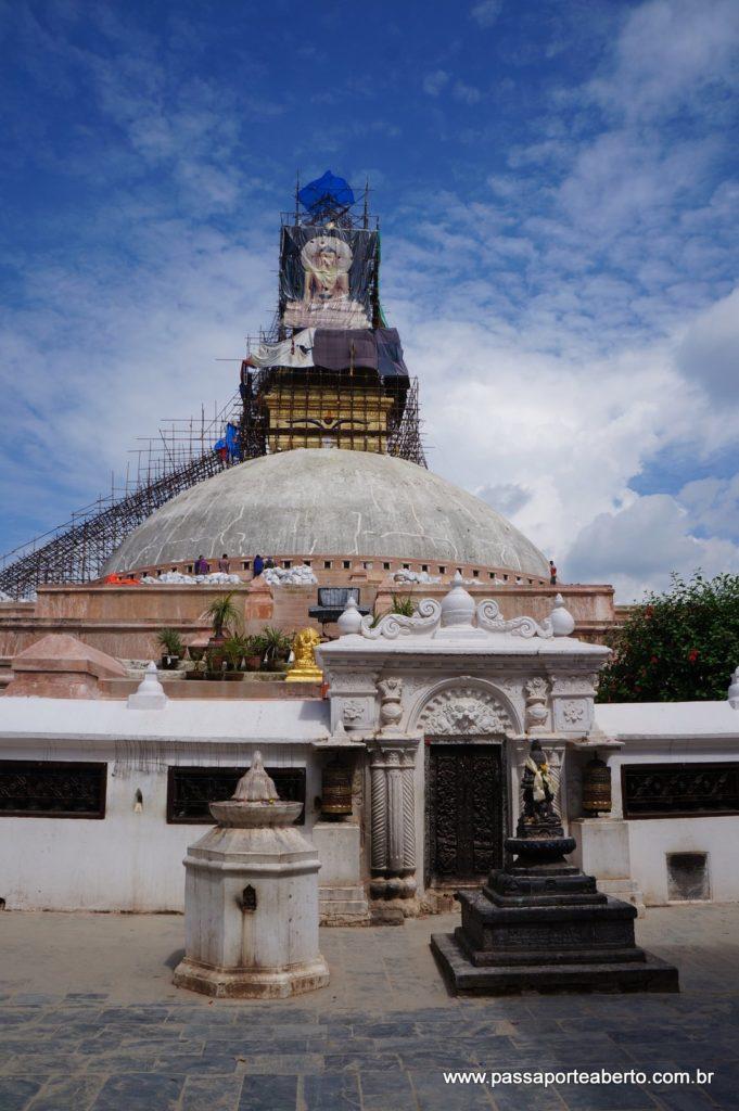 Stupa ainda sendo restaurada!