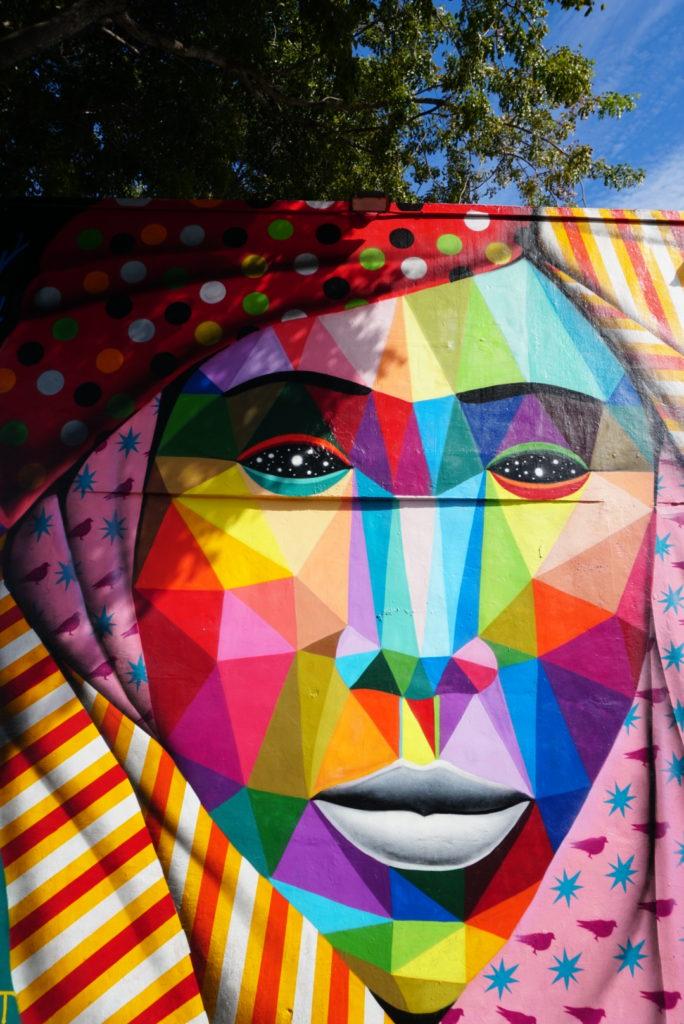 Esse mural logo na entrada já me chamou a atenção! A louca das cores ficou doida aqui!