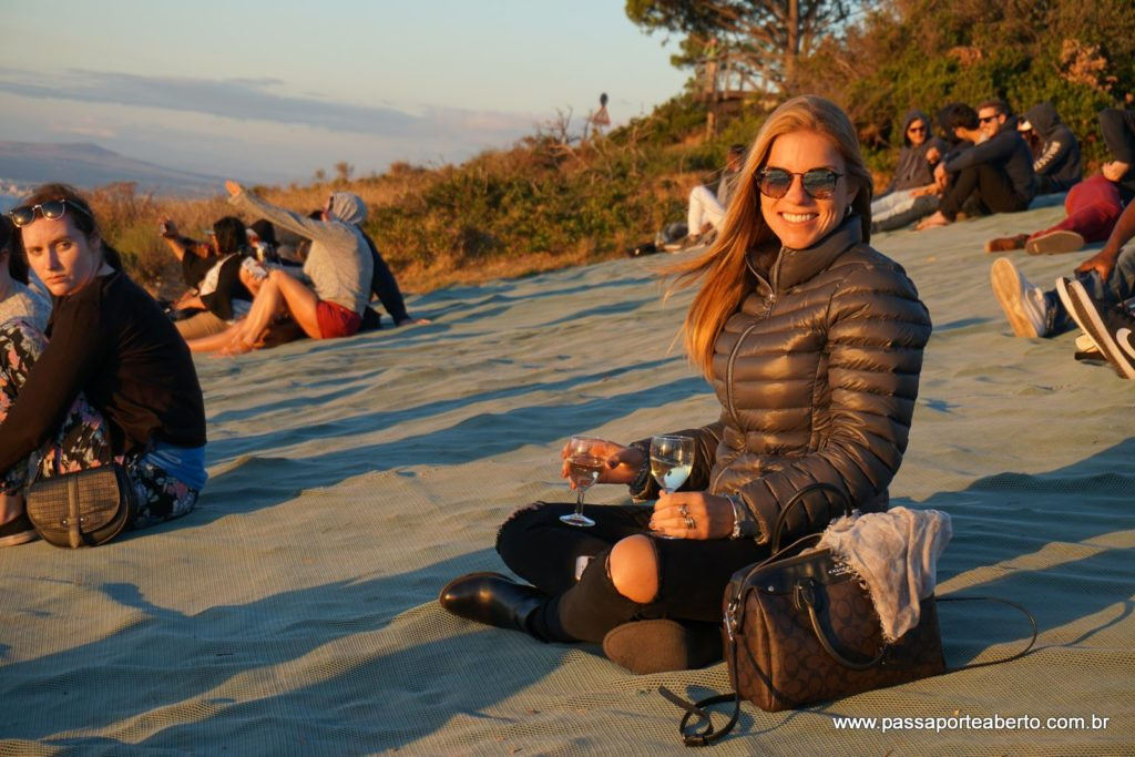 Lugar super astral! Todo mundo senta no chão, leva petiscos, bebida e fica ali, apreciando o show da natureza!