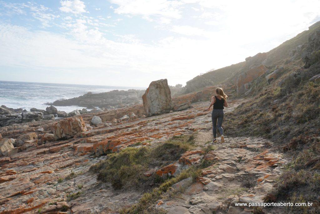 O Point Circuit vai até a ponta da reserva que tem essa paisagem com pedras e mar. Nada de areia por aqui!