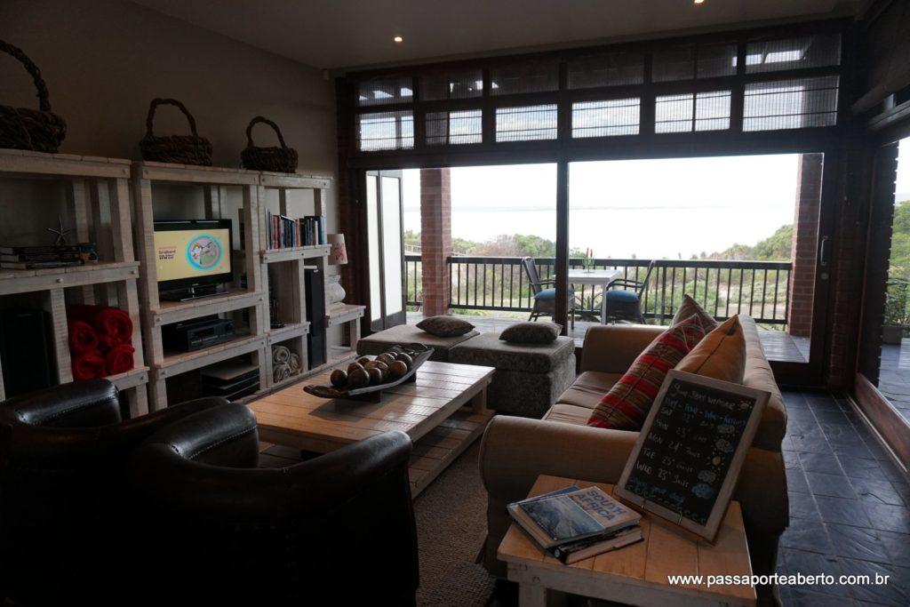 Sala de estar da pousada! Clima praiano bem descontraído mas ao mesmo tempo super confortável!