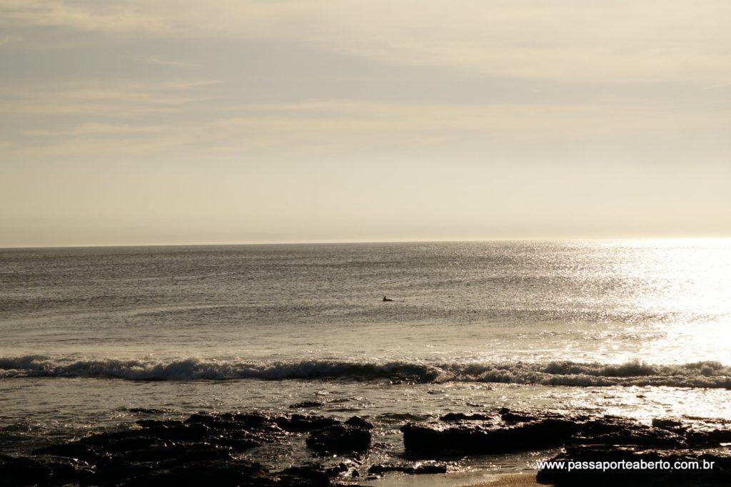 Aparece bem pequenininho, mas é um golfinho bem cedão, visto da pousada!
