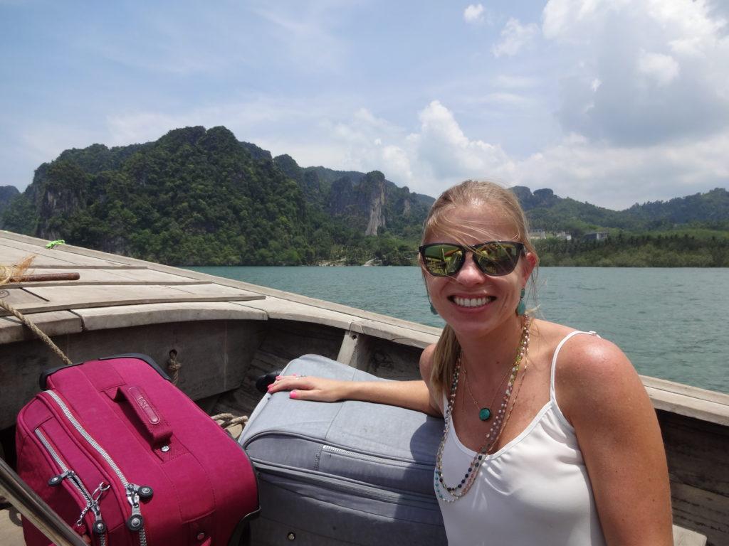 Eu e minhas malas gigantes no transfer até Krabi! Escolha errada de malas!