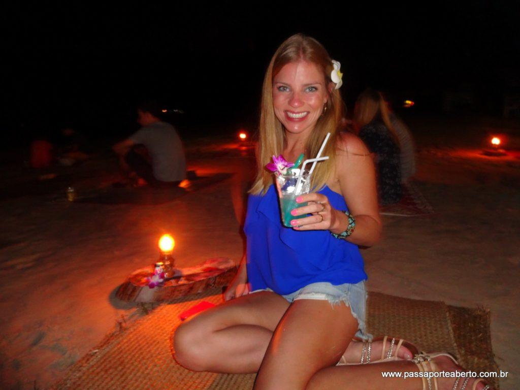 Jantando na areia da praia! Super recomendo!