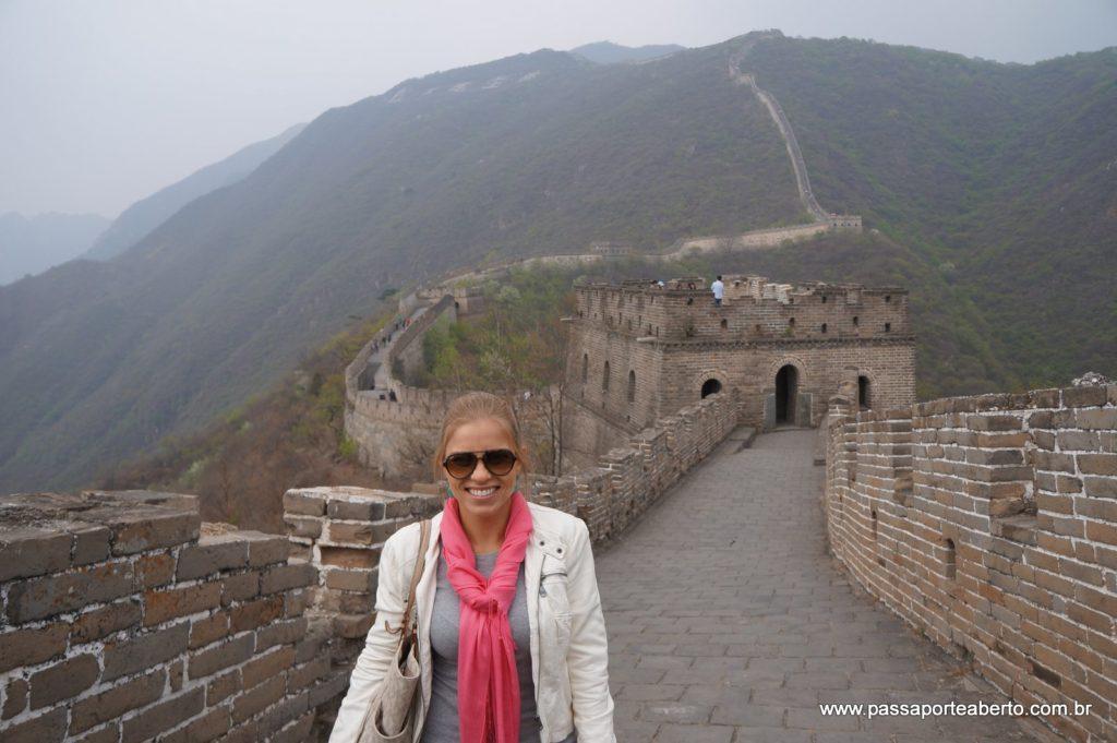 Eu e minha primeira viagem sozinha pela Ásia, na China, visitando a Grande Muralha!