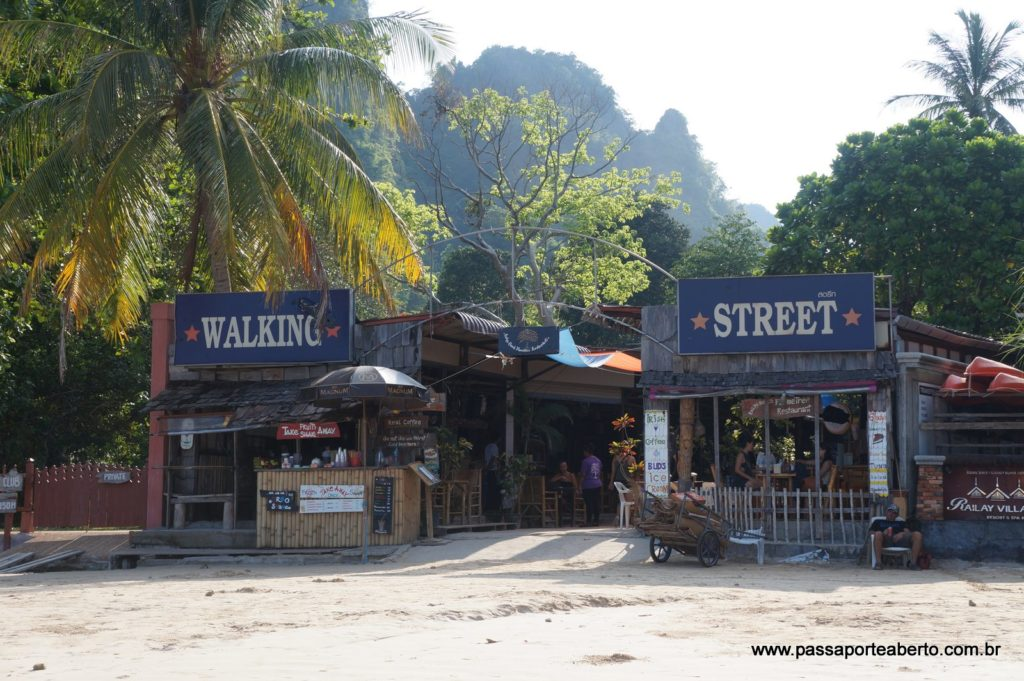 Walking Street cheia de barzinhos e lojinhas!
