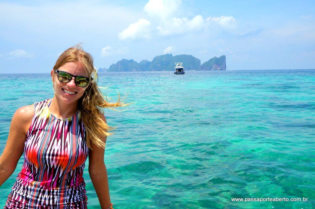 Chegar em Koh Phi Phi é emocionante para quem ama um mar azul gente!