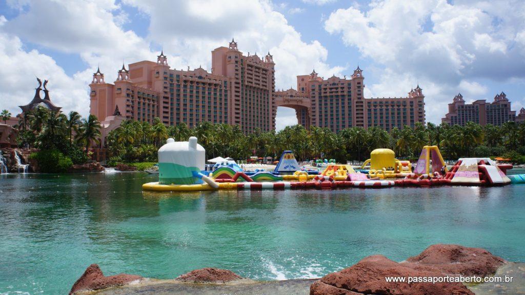 Esta é uma praia artificial bem no meio do complexo!