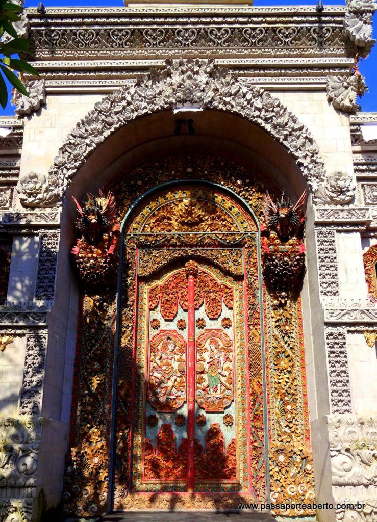 A cidade é cheia dessas portas maravilhosas! Tirei muitas fotos!!