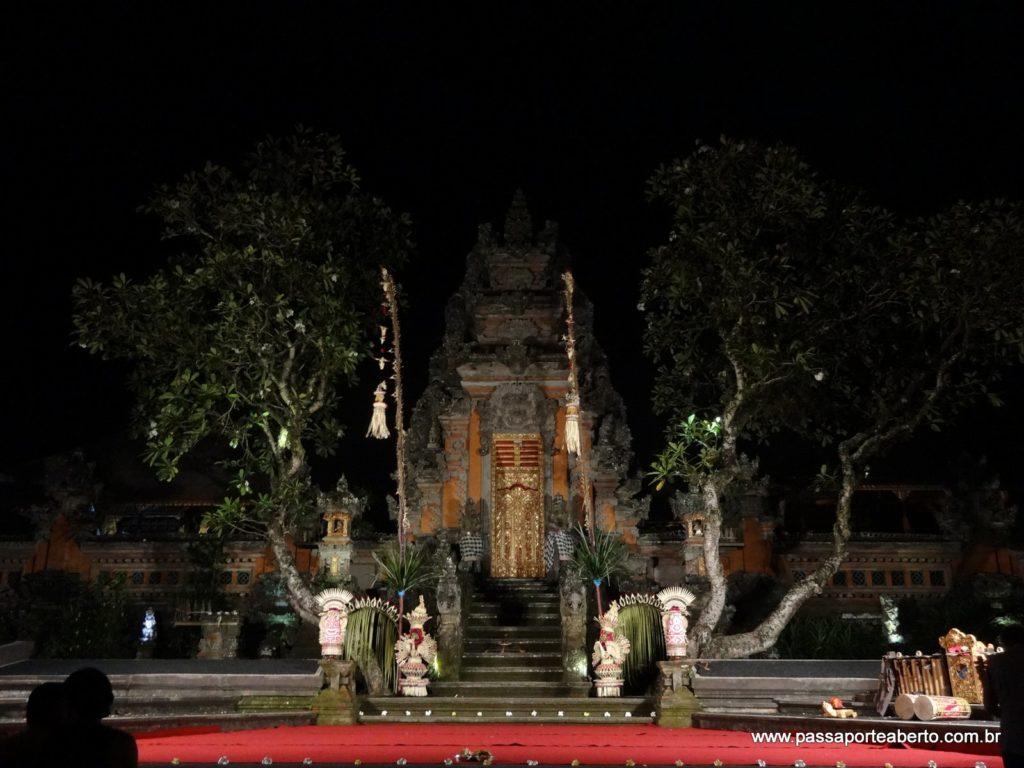 Templo durante a noite!