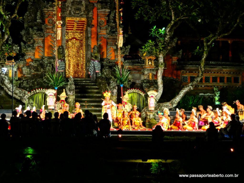 Dança tradicional balinesa vista do Café Lotus!