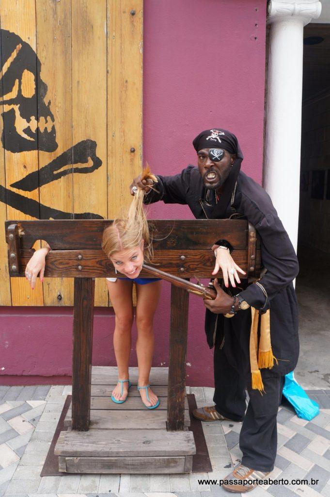 Fui capturada pelo pirata!