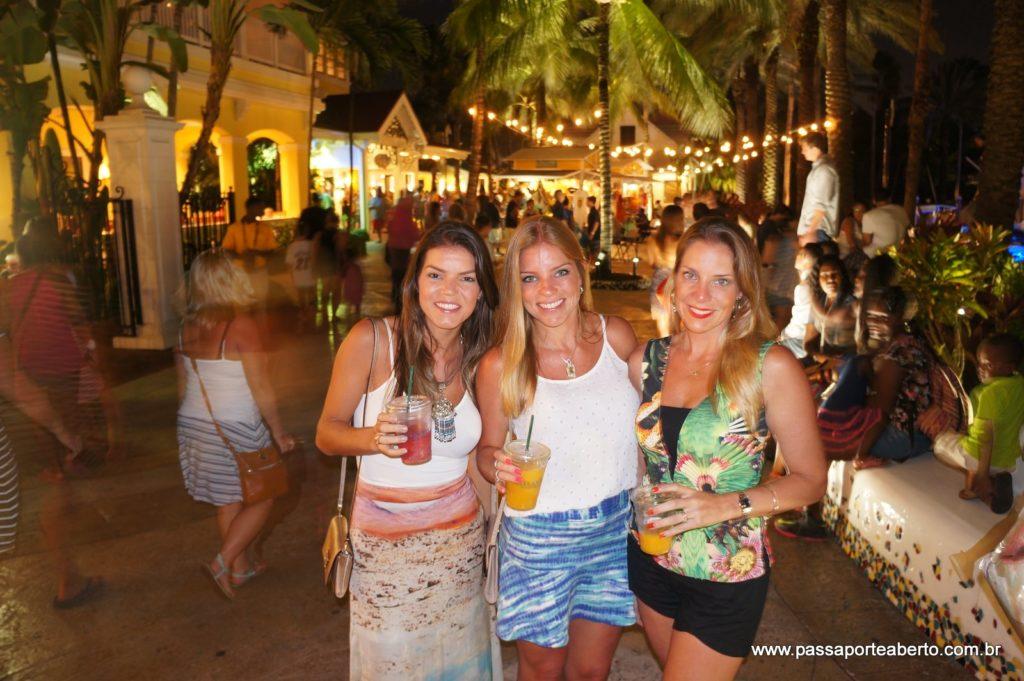 O Marina Village é super animado e bem badalado durante a noite! Música ao vivo, barzinhos, desfiles, restaurantes... todo mundo se encontra por lá!