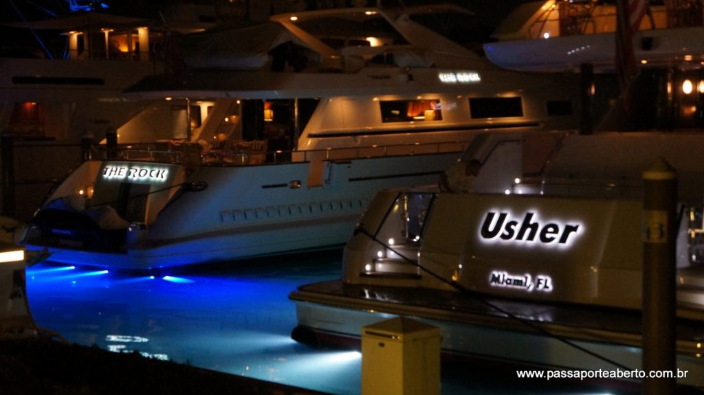 Barco do Usher ancorado no Marina Village
