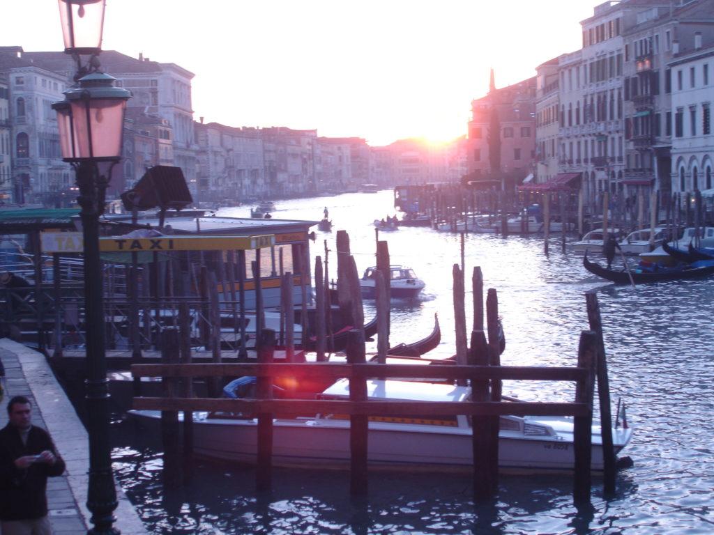 Em 2006 a foto das gôndolas foi só assim, na paisagem! Mesmo assim adoramos conhecer a cidade!
