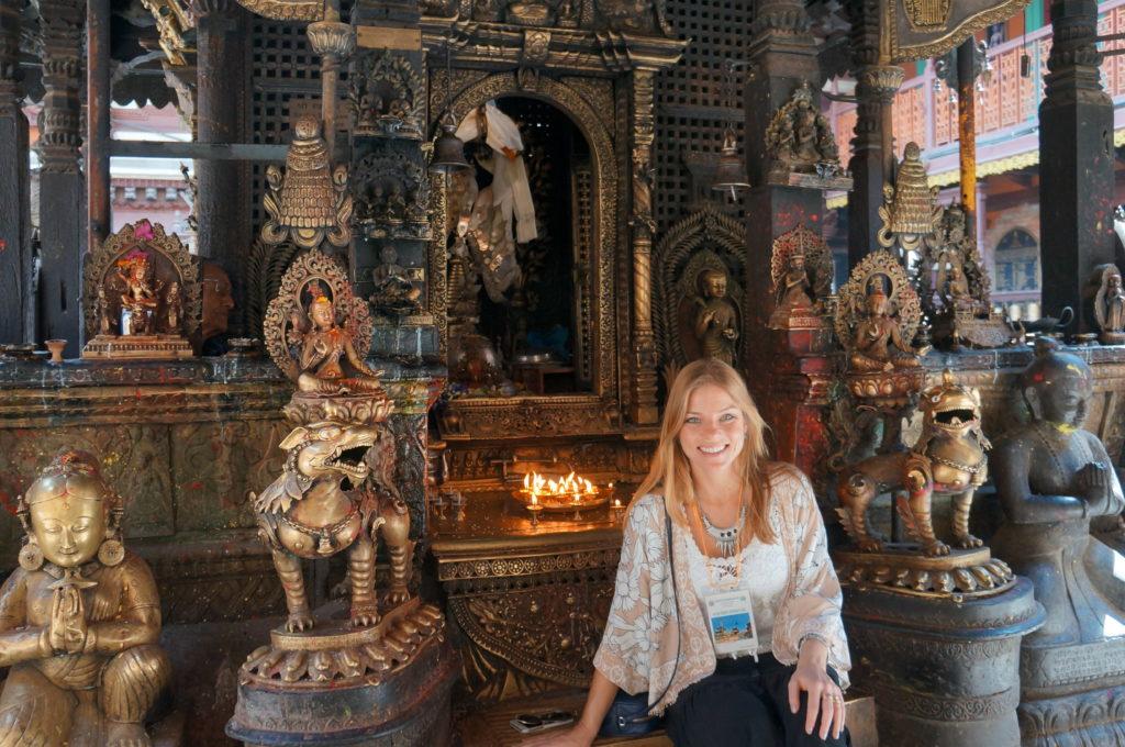 Visitando templos budistas no Nepal. Com certeza você gasta muito menos na Ásia do que em países mais ocidentais e consumistas!